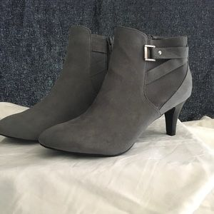 New in Box DexFlex Grey Ankle Boots Size 11